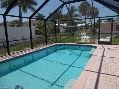 Fort Myers Beach FL Single Family Home For Sale: $489,900