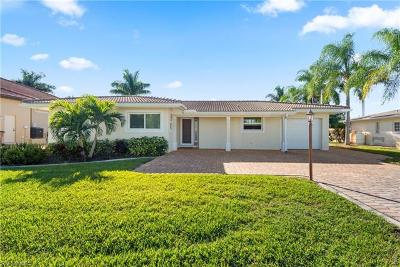 Cape Coral Single Family Home For Sale: 5230 Stratford Ct