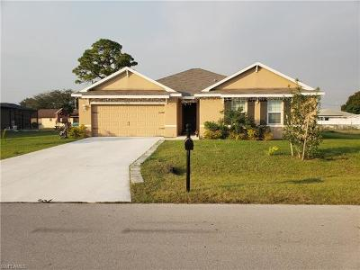 Cape Coral Single Family Home For Sale: 2213 SE 12th St