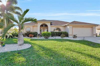 Cape Coral Single Family Home For Sale: 204 SE 15th Pl