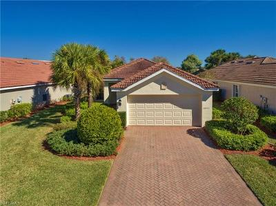 Fort Myers Single Family Home For Sale: 10055 Oakhurst Way