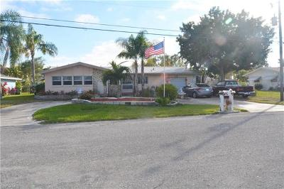 Cape Coral Single Family Home For Sale: 1836 SE 29th Ln