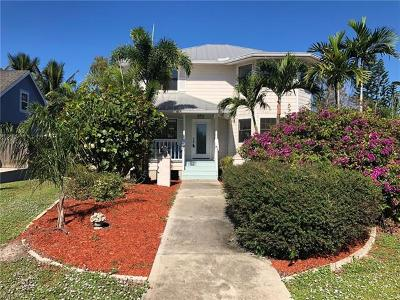 Fort Myers Single Family Home For Sale: 8225 Harrisburg Dr