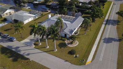Cape Coral Single Family Home For Sale: 5247 Versailles Ct