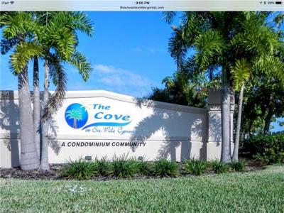 Fort Myers Condo/Townhouse For Sale: 8513 Bernwood Cove Loop #211