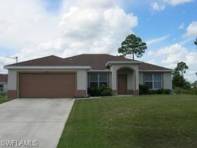 Lehigh Acres Single Family Home For Sale: 1825 Marson St