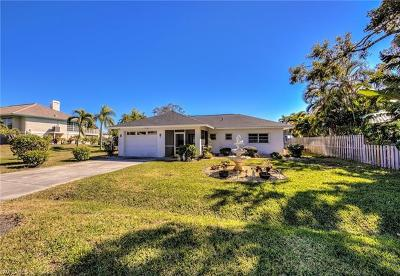 Fort Myers Beach Single Family Home For Sale: 370 Madison Ct