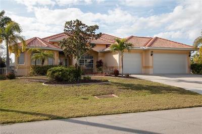 Cape Coral Single Family Home For Sale: 5336 Malibu Ct