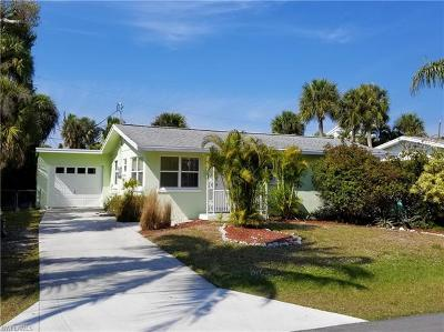 Fort Myers Beach Multi Family Home For Sale: 127 Connecticut St