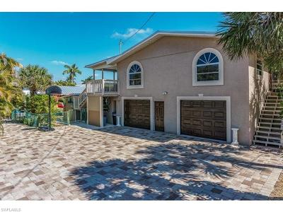 Fort Myers Beach Single Family Home For Sale: 320 Lazy Way