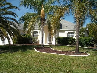 Cape Coral Single Family Home For Sale: 1221 SE 21st Ln