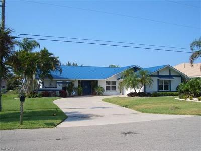 Cape Coral Single Family Home For Sale: 728 SW 56th St
