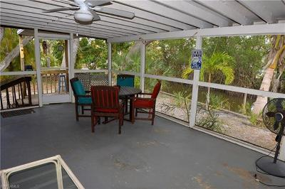 Fort Myers Beach Single Family Home For Sale: 5811 Lauder St