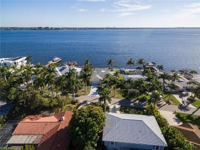 Cape Coral Single Family Home For Sale: 650 Coral Dr