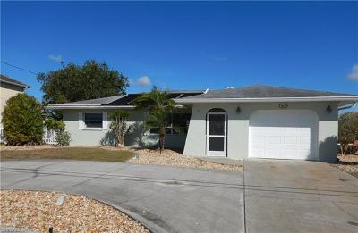 Cape Coral Single Family Home For Sale: 367 SE 33rd Ter