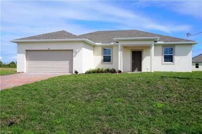 Cape Coral Single Family Home For Sale: 303 NW 27th Pl