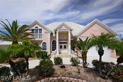 Cape Coral Single Family Home For Sale: 5318 Bayside Ct