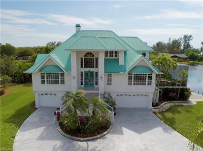 Fort Myers Single Family Home For Sale: 7231 Heaven Ln