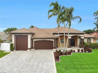 Cape Coral Single Family Home For Sale: 2047 SE 28th Ter