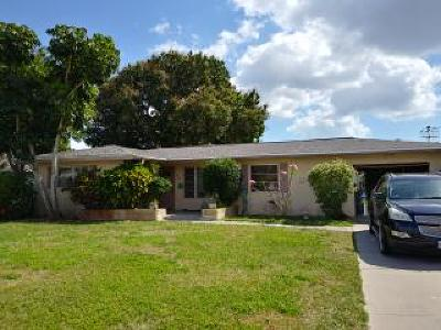 Cape Coral Single Family Home For Sale: 810 Monticello Ct