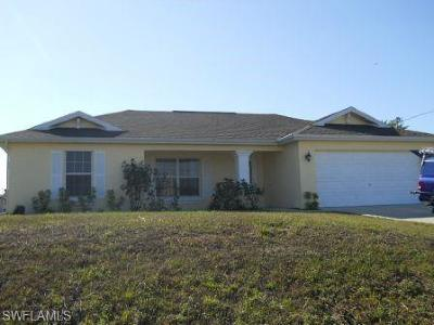 Cape Coral Single Family Home For Sale: 1124 Diplomat Pky W