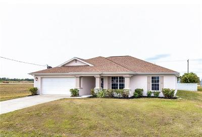 Cape Coral Single Family Home For Sale: 712 NW 7th Pl