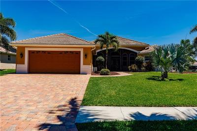 Cape Coral Single Family Home For Sale: 5609 Lancelot Ln
