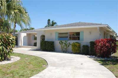 Cape Coral Single Family Home For Sale: 5133 Santa Rosa Ct