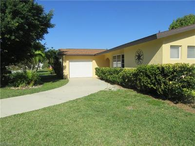 Cape Coral Single Family Home For Sale: 233 SE 47th St