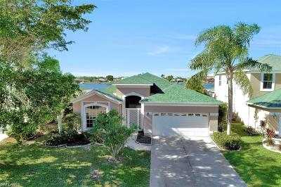 Cape Coral Single Family Home For Sale: 1702 Emerald Cove Dr