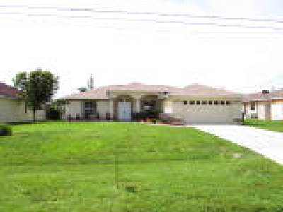 Cape Coral Single Family Home For Sale: 1724 SW 44th St