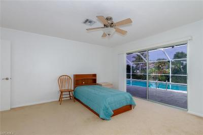Cape Coral Single Family Home For Sale: 5329 Majestic Ct