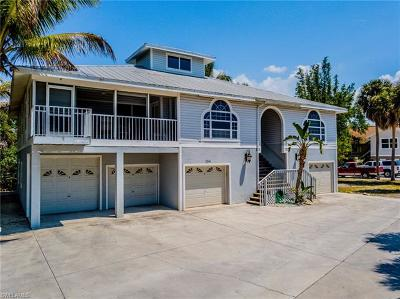 Fort Myers Beach Multi Family Home For Sale: 154 Connecticut St
