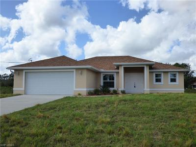 Lehigh Acres Single Family Home For Sale: 421 Johns Ave