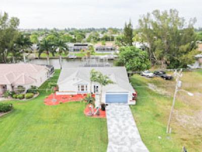Cape Coral, Matlacha Single Family Home For Sale: 225 SE 28th Ter