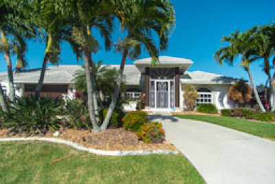 Cape Coral Single Family Home For Sale: 4938 SW 9th Pl