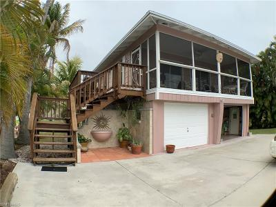 Fort Myers Beach Single Family Home For Sale: 132 Driftwood Ln