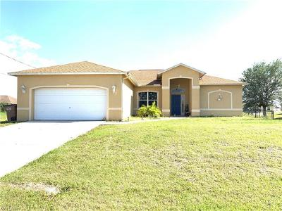 Cape Coral Single Family Home For Sale: 126 NW 10th St