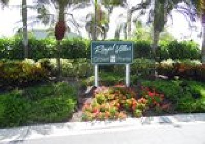 Naples Condo/Townhouse For Sale: 1720 Royal Cir #802