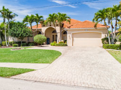 Cape Coral Single Family Home For Sale: 3404 Surfside Blvd
