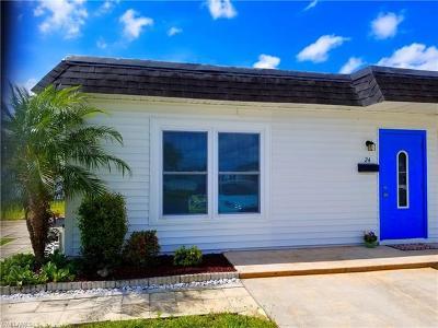 Lehigh Acres Condo/Townhouse For Sale: 24 Hamlin Ct