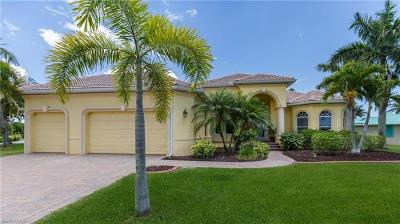 Bonita Springs, Cape Coral, Estero, Fort Myers, Fort Myers Beach, Marco Island, Naples, Sanibel, Captiva Single Family Home For Sale: 5201 Chiquita Blvd S