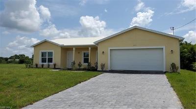 Cape Coral Single Family Home For Sale: 2421 NE 7th Ave