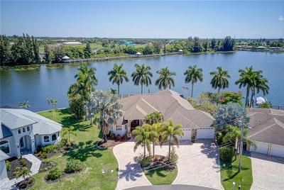 Cape Coral Single Family Home For Sale: 801 SW 2nd Ave
