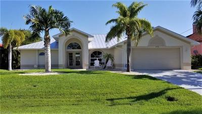 Cape Coral Single Family Home For Sale: 1735 SW 54th St