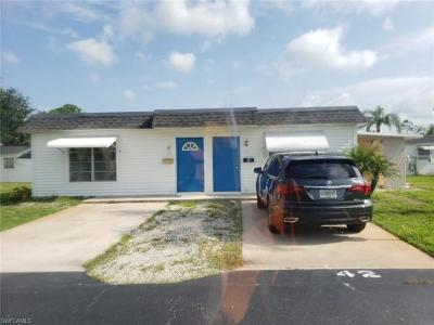 Lehigh Acres Condo/Townhouse For Sale: 42 Tangelo Ct
