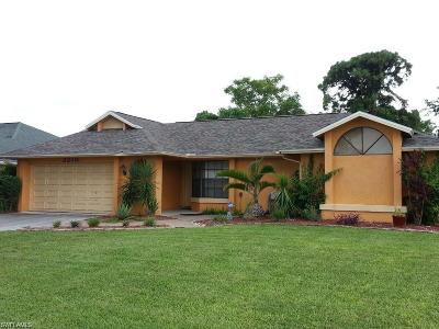 Cape Coral Single Family Home For Sale: 2210 SE 10th Ln