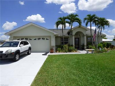 Lehigh Acres Single Family Home For Sale: 211 Lanyard Pl