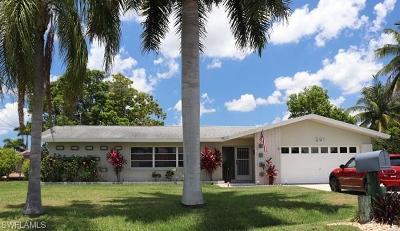 Cape Coral Single Family Home For Sale: 201 Santa Monica Ct