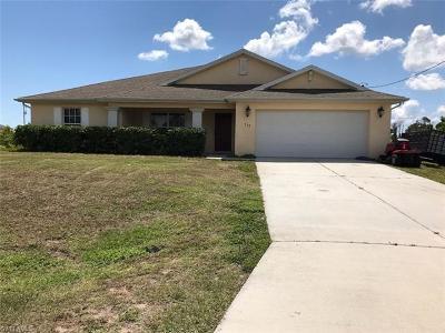 Lehigh Acres Single Family Home For Sale: 748 Bahama Ave S